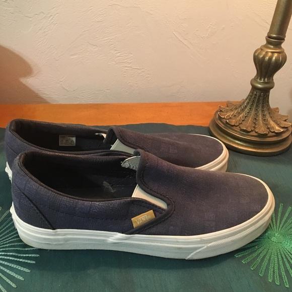2971e81e503 Navy blue Vans 7.5 M  9 women low canvas sneaker